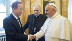 Pope Francis shakes hands with United Nations Secretary-General Ban Ki-moon (L) during a meeting at the Vatican April 28, 2015.  REUTERS/Osservatore Romano