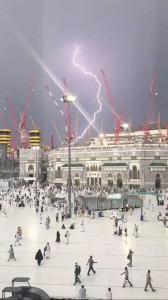 lightning-hit-Saudi-crane-168x300
